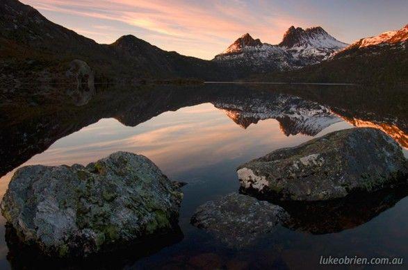 cradle-mountain-dove-lake-sunrise-reflection-587x389.jpg