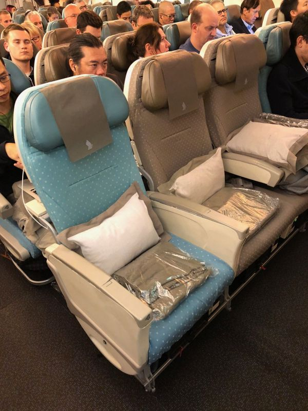 Singapore-Airlines-A380-Economy-Class-Review-13.jpg