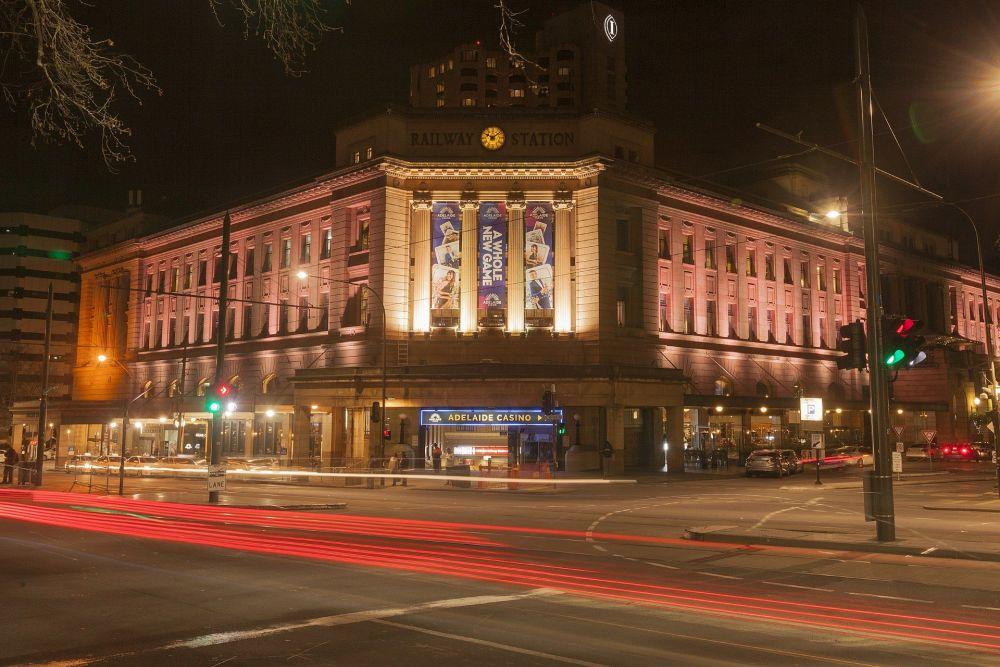 1920px-Adelaide_Railway_Station_at_night.thumb.jpg.c8a49c9d6ce166a93e53b2aebd8a6e10.jpg